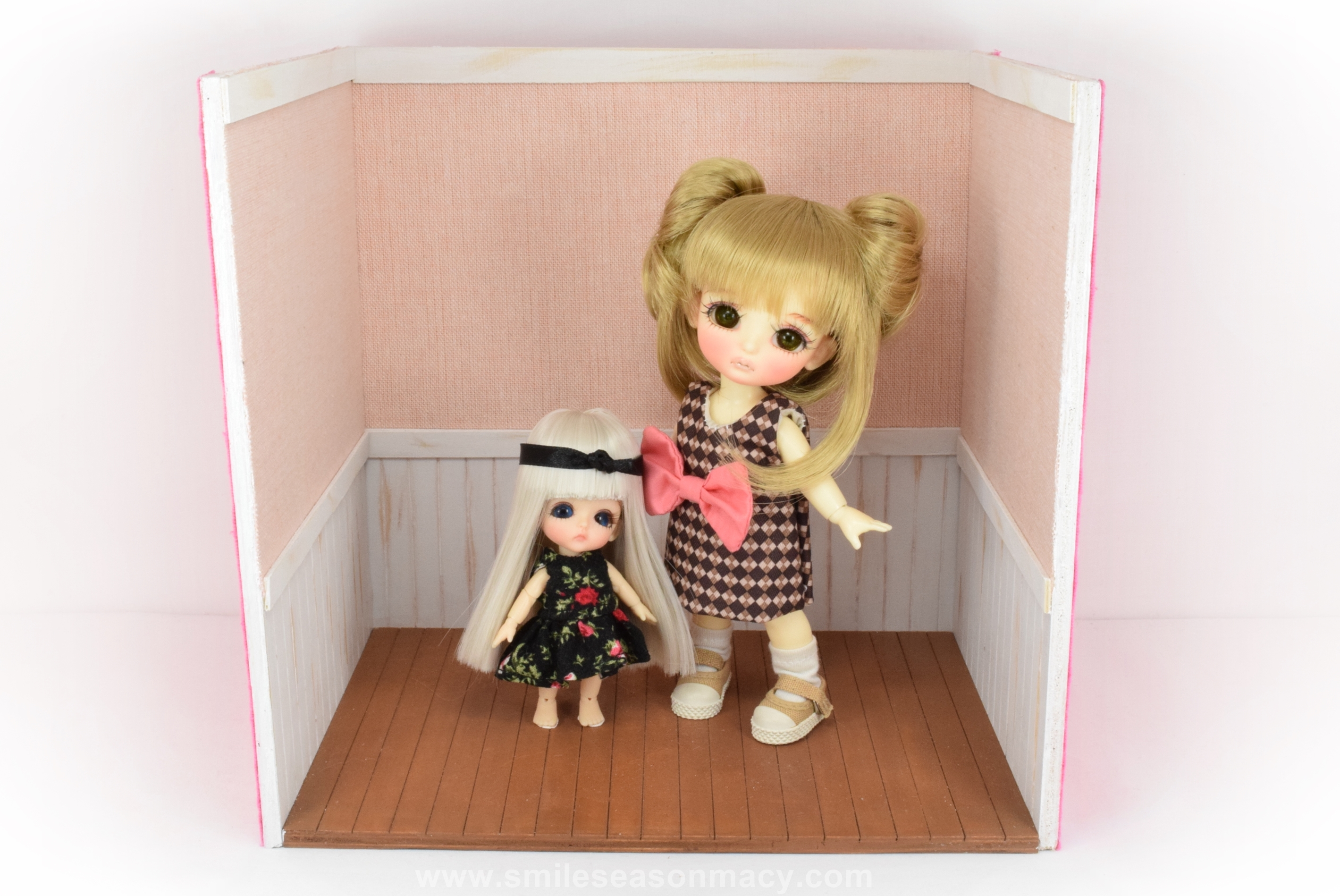doll house_about 224 x 156 x 212mm (1)